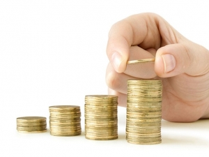 Кои получават средна заплата 2347 лева и кои взимат най-малко пари в България