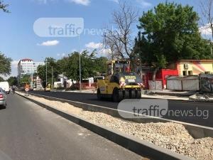 """Най-накрая: Започнаха да асфалтират южното платно на """"6 септември"""" СНИМКИ"""