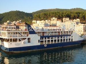 Гърците отново се вдигнаха на протест, корабите и фериботите спряха