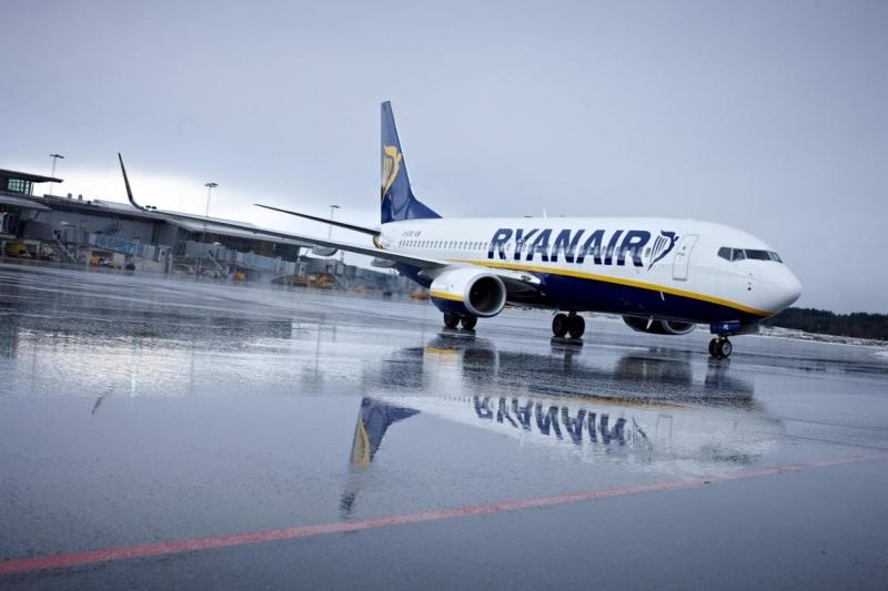 Приземиха самолет на Ryanair заради нашенец, изпил бутилка узо