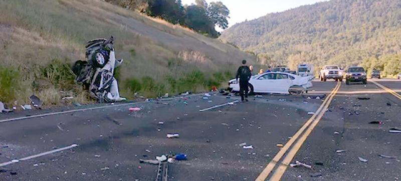 Напушен шофьор връхлетя върху жена и разполови колата й ВИДЕО