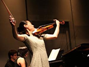Световноизвестната цигуларка Мидори със свой стипендиант в Общество Nota Bene