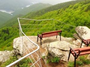 Да кацнеш на върха на Родопите! Изумителна гледка на 50 км от Пловдив СНИМКИ