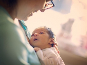 Майките, върнали се на работа след 6-ия месец, ще вземат 50% от обезщетението
