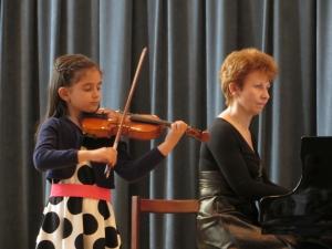 Млади пловдивски цигуларки се върнаха с награди от конкурс в Чехия