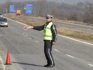 Рекордна глоба: Шофьор олекна с 1200 лева, хвърчал със 180 по общински път