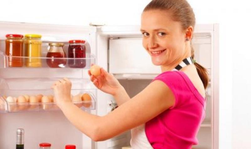 Яйцата не трябва да се държат на вратата на хладилника! Учени обясниха защо