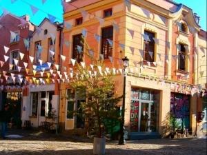 Семеен театър в Капана днес! Пловдивчани стават кукловоди