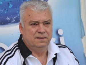 Футболната легенда Христо Бонев дари 500 козунака на пловдивска болница