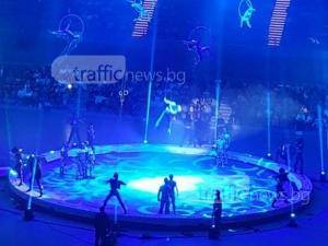 Пловдивчани гледат неповторимо зрелище! Любимият цирк на Путин е тук СНИМКИ