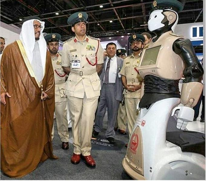 Вече е факт: Робокоп бори престъпността в Дубай