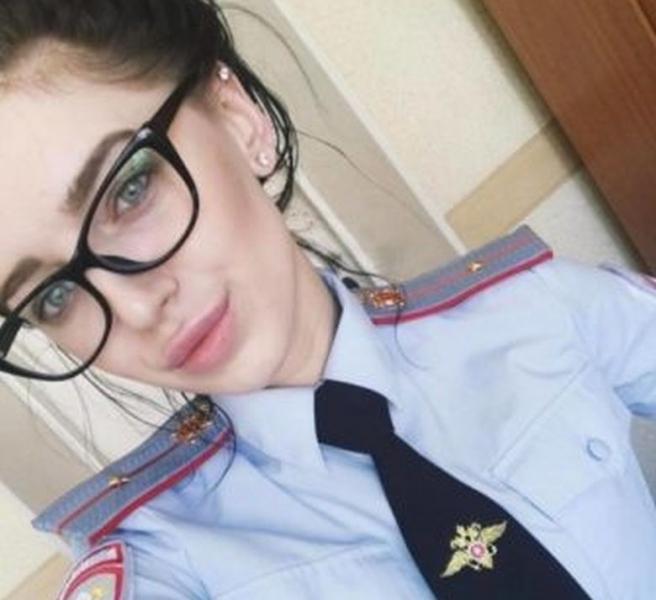 Страст и красота под пагона! Ето ги най-чаровните полицайки СНИМКИ