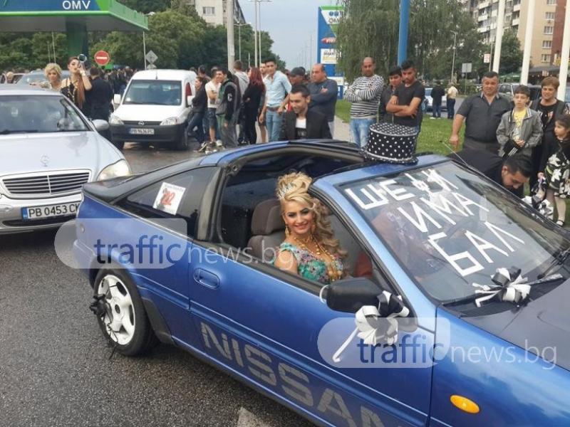 Шефи от Автото се появи на бала си със запомняща се прическа и в... кола с фльонга СНИМКИ