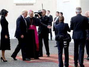 Кратка и хладна среща между Доналд Тръмп и папа Франциск