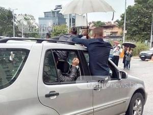 Абитуриенти и техни приятели в Пловдив отново висят от прозорците на колите