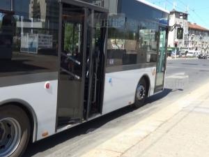 Врата на автобус затисна пенсионерка в Пловдив, счупи й ръката