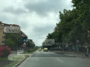 Повдигната пешеходна пътека троши коли в Кючука