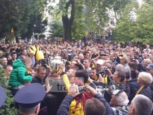Хиляди бултраси изпълниха Главната! Фенове и играчи вдигнаха отново Купата СНИМКИ и ВИДЕО