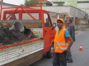 Един работник с кирка чистел 3900 шахти в Асеновград,  кметът ощетил общината с 200 000 лева