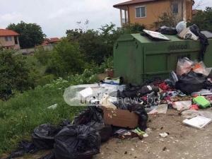 Боклуци заляха вилната зона на Белащица край Алхимика, кметицата в безизходица СНИМКИ