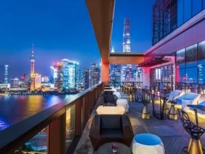 Седемзвезден лукс от стъкло и стомана в Шанхай СНИМКИ