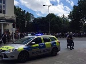Стотици евакуирани от театър в Лондон СНИМКИ