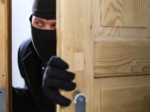 Крадци удариха жилище в Пловдив, взеха над 1000 лева