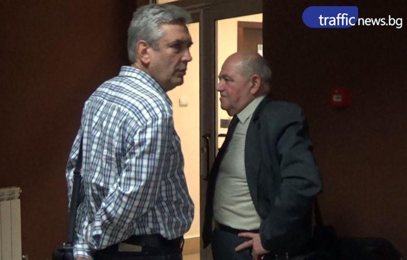 Професорите, обвинени в подкуп, си размениха няколко думи в съда ВИДЕО