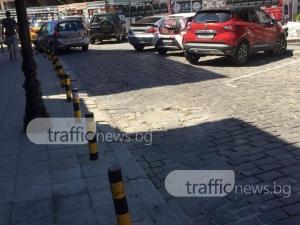 Пет за четири! Пренаредените павета на пропаднала шахта в Пловдив пак мърдат СНИМКИ
