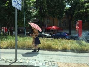 Честито! Термометърът в Пловдив удари 30 градуса! СНИМКИ