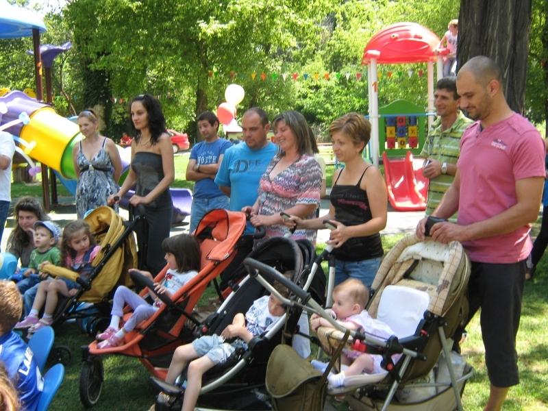 Срам! Държавата остави хиляди пловдивски майки без пари навръх 1 юни