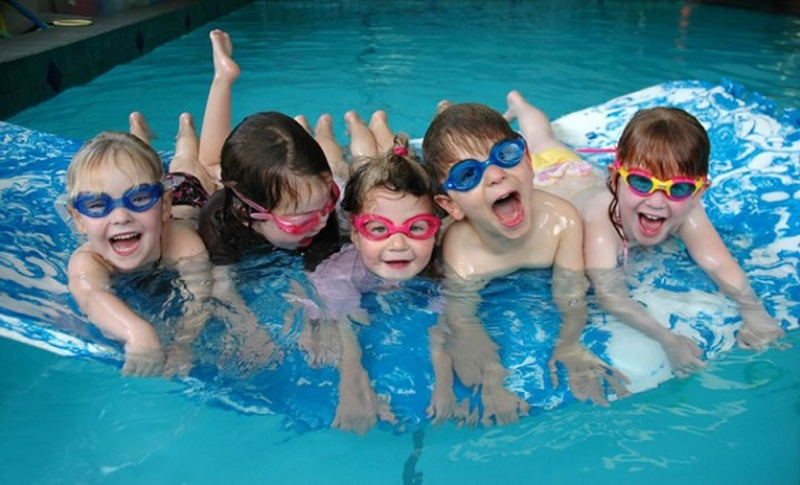 """Близо 200 деца на плувния турнир """"Весел жабок"""""""