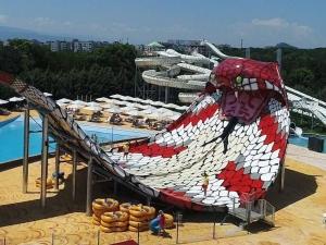 Тя работи! Ето я най-голямата водна пързалка в Източна Европа, монтирана в Пловдив ВИДЕО