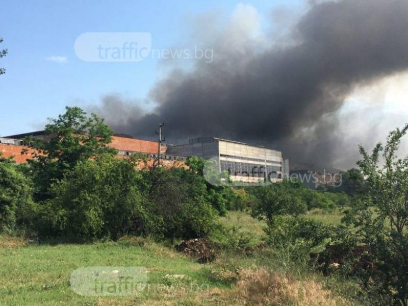 Пожарът не е засегнал Екологичния завод край Шишманци, гори склад с хартия СНИМКИ+ВИДЕО