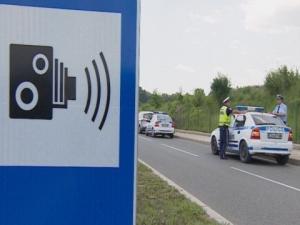 Край на знаците, които предупреждават за камери по пътя