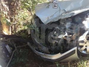"Шофьор е в болница, забил се в дърво на ""Христо Ботев"""