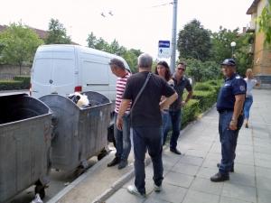 Глобиха пловдивчанин, докато изхвърля боклук СНИМКИ