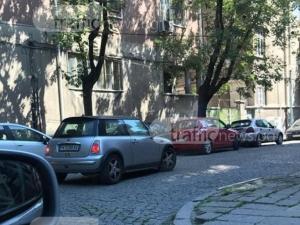 Известна бизнес дама е шофьорката, блокирала улица с колата си в центъра на Пловдив СНИМКА