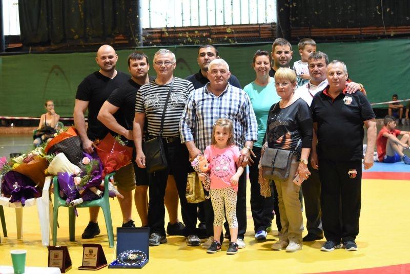 Спортисти почетоха треньора по борба Димитър Манчоров за 70-я му юбилей