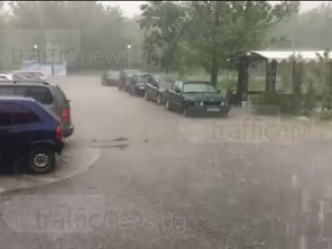 Порой и градушка удариха Пловдивско, пожарникари отводняват мазета ВИДЕО