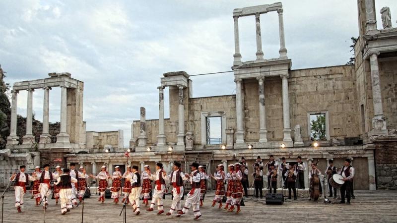 """Ансамбъл """"Тракия"""" с уникален концерт тази вечер на Античния театър"""