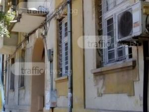 Обезопасиха сградата под опасната тераса в центъра Пловдив СНИМКА