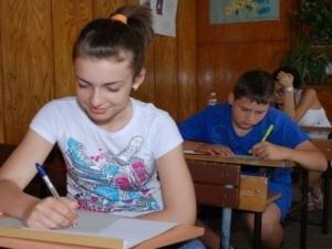 """Учениците след 7-ми клас кандидатстват """"на сляпо"""" заради новия софтуер на МОН"""