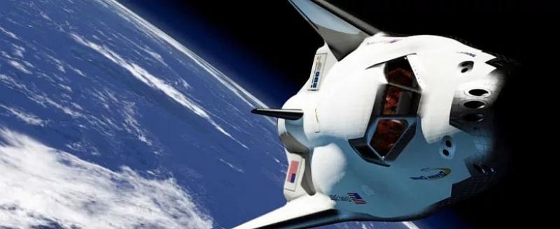 Първият космически самолет се задава на хоризонта