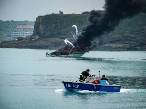 Баровска яхта пламна и потъна край Царево СНИМКИ