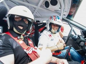 Шампионът Илия Царски дава съвети за шофиране на пловдивските полицаи