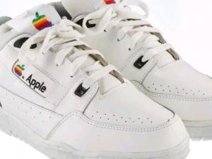 Колко пари бихте дали за тези кецове Apple?