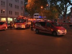 Десетки ранени след пожар в бежански център ВИДЕО
