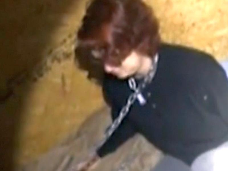 Полицаи спасиха отвлечена и вързана с верига жена ВИДЕО