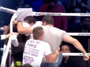 Фенове пребиха на ринга спаринг партньор на българин ВИДЕО